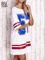 Biała sukienka w baseballowym stylu                                  zdj.                                  3