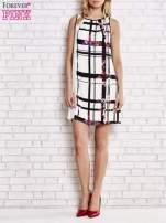 Biała sukienka w kratę ze wstawką z koronki                                  zdj.                                  5