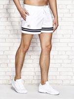Białe męskie szorty kąpielowe w marynarskim stylu                                  zdj.                                  2