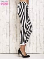 Białe spodnie rurki w czarne pionowe pasy                                  zdj.                                  3