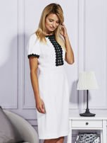 Biało-czarna sukienka z ozdobnym wykończeniem                                  zdj.                                  5