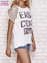 Biały t-shirt EASY COME EASY GO z ażurowymi rękawami                                  zdj.                                  3