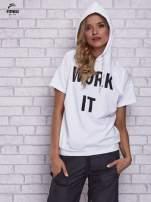Biały t-shirt z kapturem i napisem WORK IT                                  zdj.                                  5