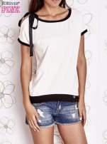 Biały t-shirt z kokardą                                                                          zdj.                                                                         1