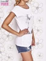 Biały t-shirt z motywem gwiazdy i dżetami                                  zdj.                                  3