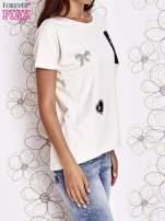 Biały t-shirt z motywem serca i kokardki                                  zdj.                                  3