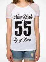 Biały t-shirt z nadrukiem NEW YORK 55 i siatkowymi rękawami                                                                          zdj.                                                                         7