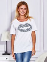 Biały t-shirt z nadrukiem ust                                  zdj.                                  1