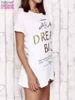 Biały t-shirt z napisem DREAM BIG                                  zdj.                                  3