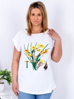 Biały t-shirt z żonkilami PLUS SIZE                                  zdj.                                  1