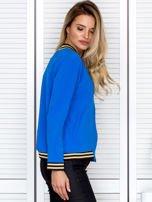 Bluza damska z błyszczącym ściągaczem niebieska                                  zdj.                                  3