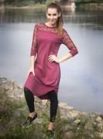 Bordowa dresowa sukienka z koronkowym karczkiem