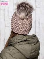 Brązowa czapka o grubym splocie z pomponem                                  zdj.                                  3