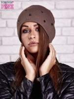 Brązowa czapka z metalowymi dżetami                                  zdj.                                  1