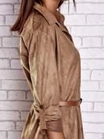 Brązowa zamszowa sukienka z rozcięciami po bokach                                  zdj.                                  8