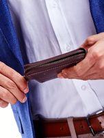 Brązowy portfel dla mężczyzny z tłoczeniem                                  zdj.                                  5
