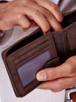 Brązowy portfel męski z tłoczeniem i przeszyciem                                  zdj.                                  4