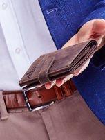 Brązowy skórzany portfel męski z wytłaczanym logiem                                  zdj.                                  3