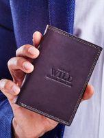 Brązowy skórzany portfel z tłoczeniem i obszyciem                                  zdj.                                  1