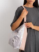 Brudnoróżowa torba z metalicznym połyskiem                                  zdj.                                  3