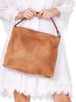 Camelowa torba z eko skóry z ażurową klapką na magnes                                  zdj.                                  5