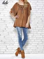 Camelowa zamszowa bluzka z haftem w stylu boho                                                                          zdj.                                                                         2
