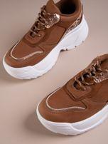 Camelowe buty sportowe na podwyższeniu z błyszczącą wstawką i zwierzęcym motywem                                  zdj.                                  3