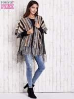 Camelowy sweter poncho z frędzlami