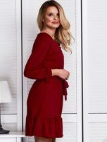 Ciemnoczerwona sukienka z falbaną i wiązaniem                                  zdj.                                  3