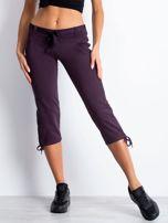 Ciemnofioletowe dresowe spodnie capri z materiałowym paskiem                                  zdj.                                  4
