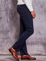 Ciemnogranatowe spodnie męskie w delikatny wzór                                  zdj.                                  5