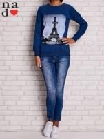Ciemnoniebieska bluza z motywem Wieży Eiffla                                  zdj.                                  2