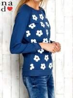 Ciemnoniebieska bluza z nadrukiem kwiatów                                                                          zdj.                                                                         3