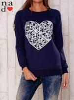 Ciemnoniebieska bluza z nadrukiem serca                                  zdj.                                  1