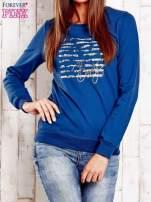 Ciemnoniebieska bluza z tekstowym nadrukiem