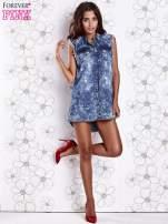 Ciemnoniebieska dekatyzowana sukienka jeansowa o kroju tuniki                                                                          zdj.                                                                         2