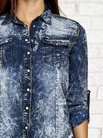 Ciemnoniebieska denimowa koszula z podwijanymi rękawami