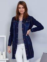 Ciemnoniebieska dłuższa kurtka jeansowa z wystrzępieniem na dole                                  zdj.                                  1