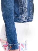 Ciemnoniebieska kurtka jeansowa damska z efektem gniecenia