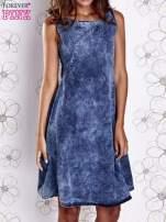 Ciemnoniebieska rozkloszowana dekatyzowana sukienka                                  zdj.                                  1