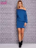 Ciemnoniebieska sukienka z luźnym kołnierzem                                  zdj.                                  2