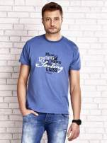 Ciemnoniebieski t-shirt męski z marynarskim motywem i napisem SAILING                                  zdj.                                  1