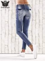 Ciemnoniebieskie spodnie jeansowe rurki z przetarciami i dziurami                                                                          zdj.                                                                         3