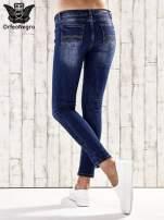 Ciemnoniebieskie spodnie rurki z dżetami                                  zdj.                                  2