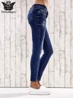 Ciemnoniebieskie spodnie skinny jeans ze złotymi ćwiekami                                  zdj.                                  2