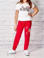 Ciemnoróżowe spodnie dresowe dla dziewczynki z letnim nadrukiem                                  zdj.                                  4