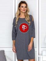 Ciemnoszara sukienka damska oversize z perełkami i okrągłą naszywką                                  zdj.                                  1