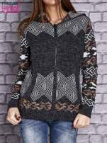 Ciemnoszary sweter long hair w azteckie motywy z kapturem                                  zdj.                                  1