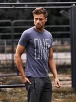 Ciemnoszary t-shirt męski z nadrukiem i napisem ONE                                                                          zdj.                                                                         1