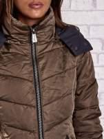Ciemnozielony puchowy płaszcz z polarowym kołnierzem                                                                          zdj.                                                                         5